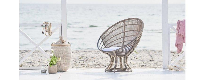 Kauniiden kesäpäivien paras hankita on näppärä lepotuoli, jonka sijoitat kätevästi niin puutarhaan tai terassille ja parvekkeelle.